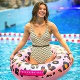 Volwassene met luipaard zwemband