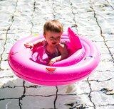 Roze babyfloat met baby