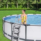 Trapje bij hoog opzetzwembad