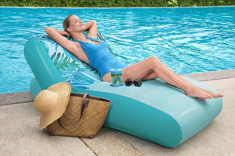 Luxe ligbed voor op het water