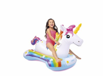 Meisje op eenhoorn ride on